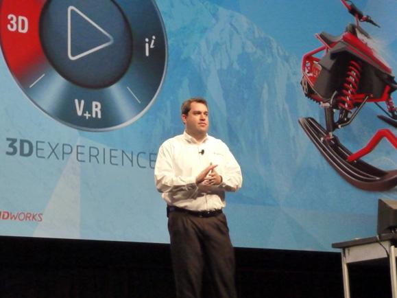 Aaron Kelly, VP de experiência do usuário e gerente do portfólio de produtos comandou os anuncios das premiações