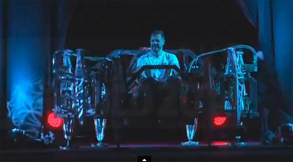 Jonathan Tippett surpreende a plateia da SolidWorks World 2014 com sua máquina Mondo Spider