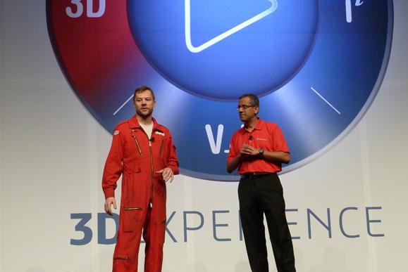 Da esq, p/dir.: Jonathan Tippett, da eatART, responde à entrevista de Suchit Jain da Dassault Systèmes