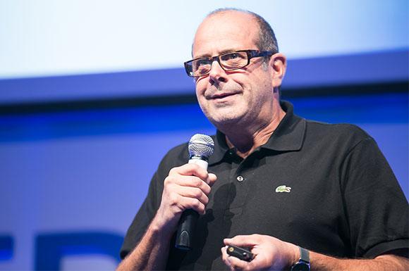 Bruno Latchague: a plataforma 3DEXPERIENCE foi projetada pela Dassault Systèmes para permitir a alimentação das experiências virtuais realistas