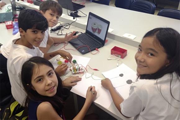 Estuantes do Colégio Albert Sabin encontram na robótica  um  meio  para criar coisas e aprenderam para a vida