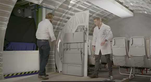 Biombo que separa diferentes áreas de cabine foi concebido no Autodesk Within  e produzido por manufatura aditiva